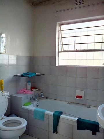 Property For Rent in Corlett Gardens, Johannesburg 11