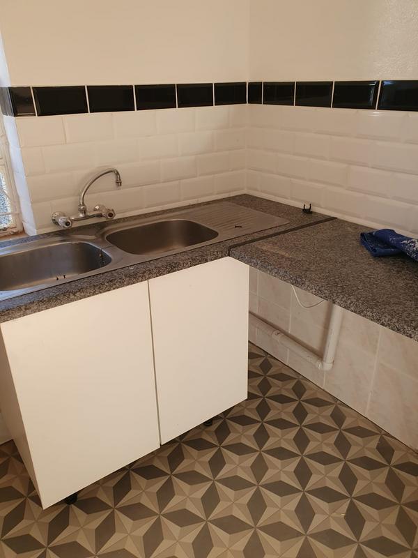 Property For Rent in Greenside, Johannesburg 9