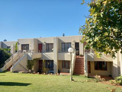 Townhouse For Rent in Kew, Johannesburg